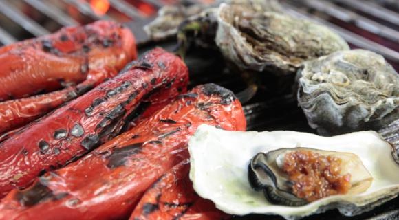 Zoete paprika en oesters met knoflook